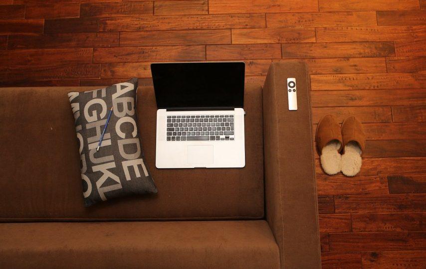 Wady i zalety pracy zdalnej przez internet
