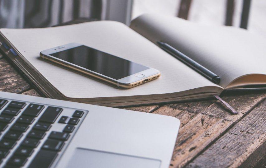 Smartfon do pracy biurowej